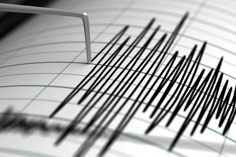 Sciame sismico nel Napoletano, gente in strada per la paura