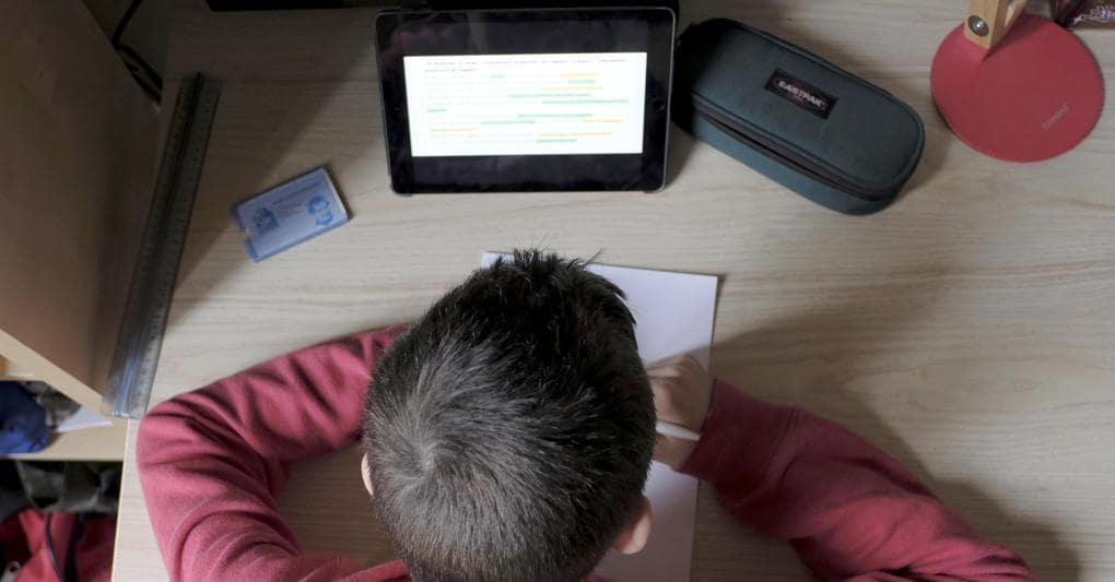 Emergenza COVID-19, durante lezione online maestra sente le urla e schiaffi alla mamma di un suo alunno e chiama la Polizia