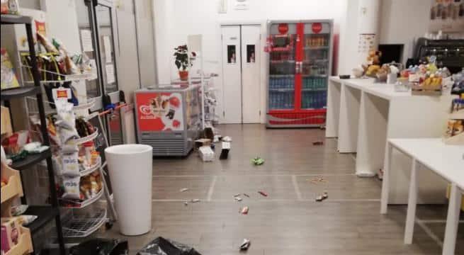 Bari, ladri in azione nella notte svuotato il bar dell'ospedale Di Venere, rubati anche i panini per i medici del reparto Covid