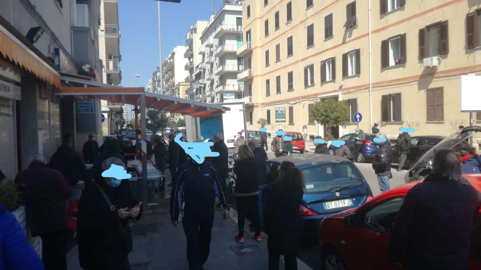 Bari, assembramenti in città ai tempi del Covid-19 i baresi non rinunciano alle tradizioni…