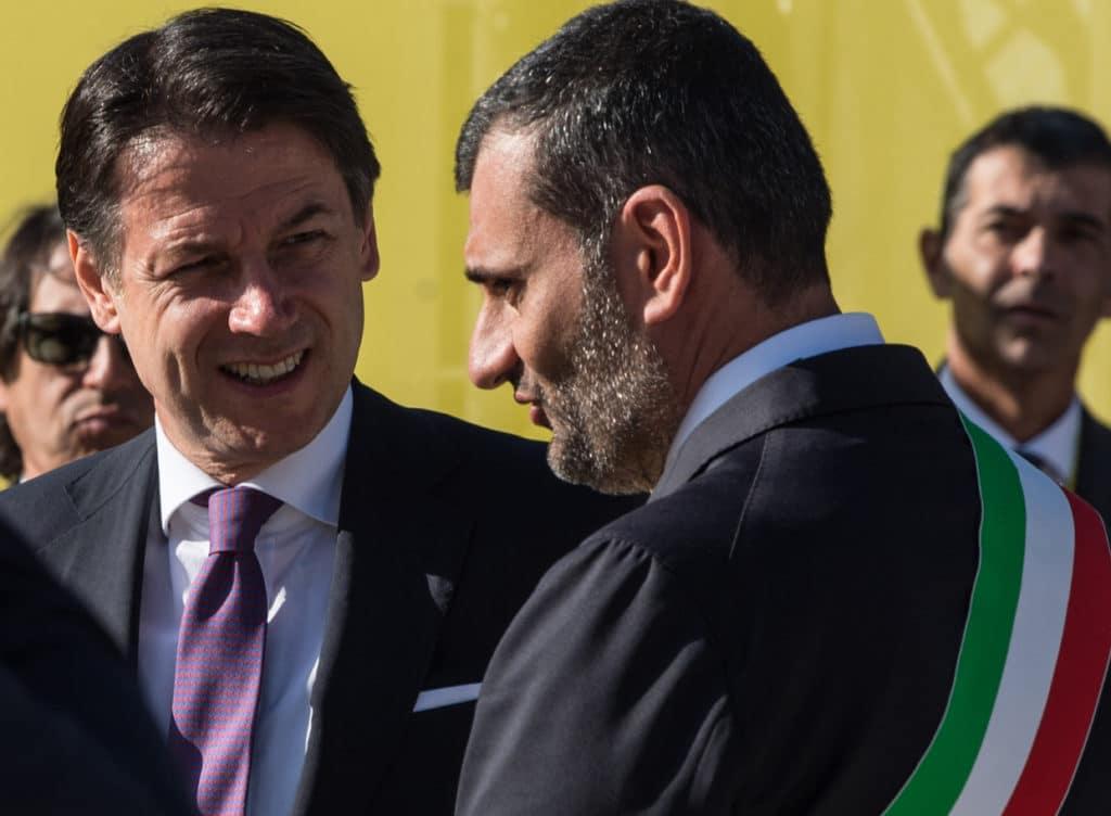 """Covid-19 a Bari, Decaro a cuore aperto """"Ogni volta che rivedo quei video mi vergogno"""" a Conte """"Servono risorse importanti sennò costretti a interrompere trasporti pubblici e raccolta dei rifiuti"""""""