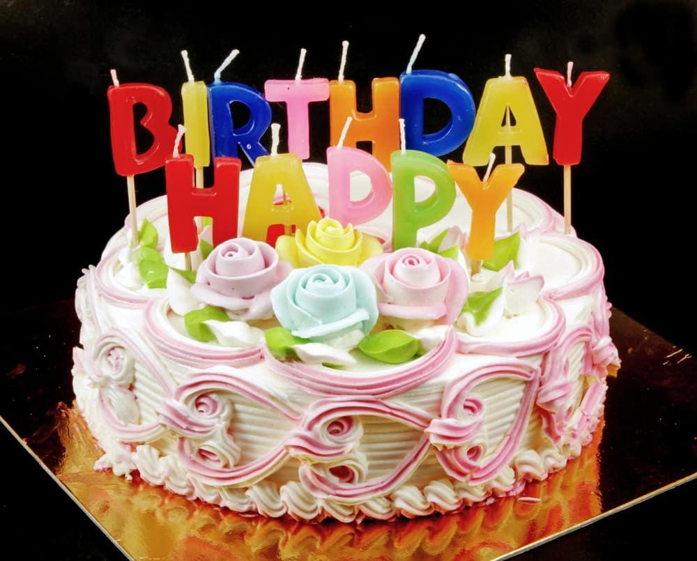 Bitonto, i diciotto anni festeggiati in casa, quando arriva la polizia chiedono di poter almeno tagliare la torta