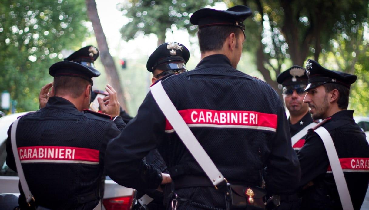 Emergenza Covid-19 in Puglia, carabiniere le chiede i documenti, lei gli morde un braccio e scappa