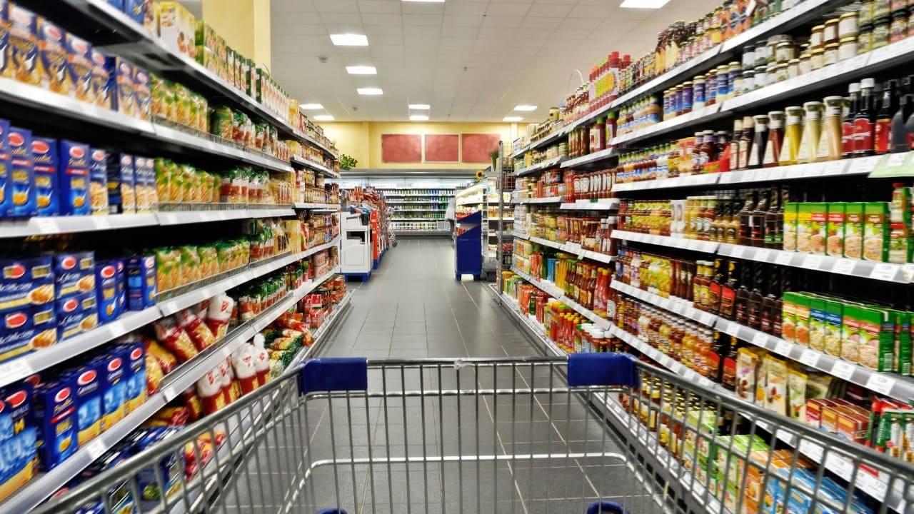 Violazione norme Covid-19, supermercato chiuso dalla Polizia, tutto il personale non indossava la mascherina