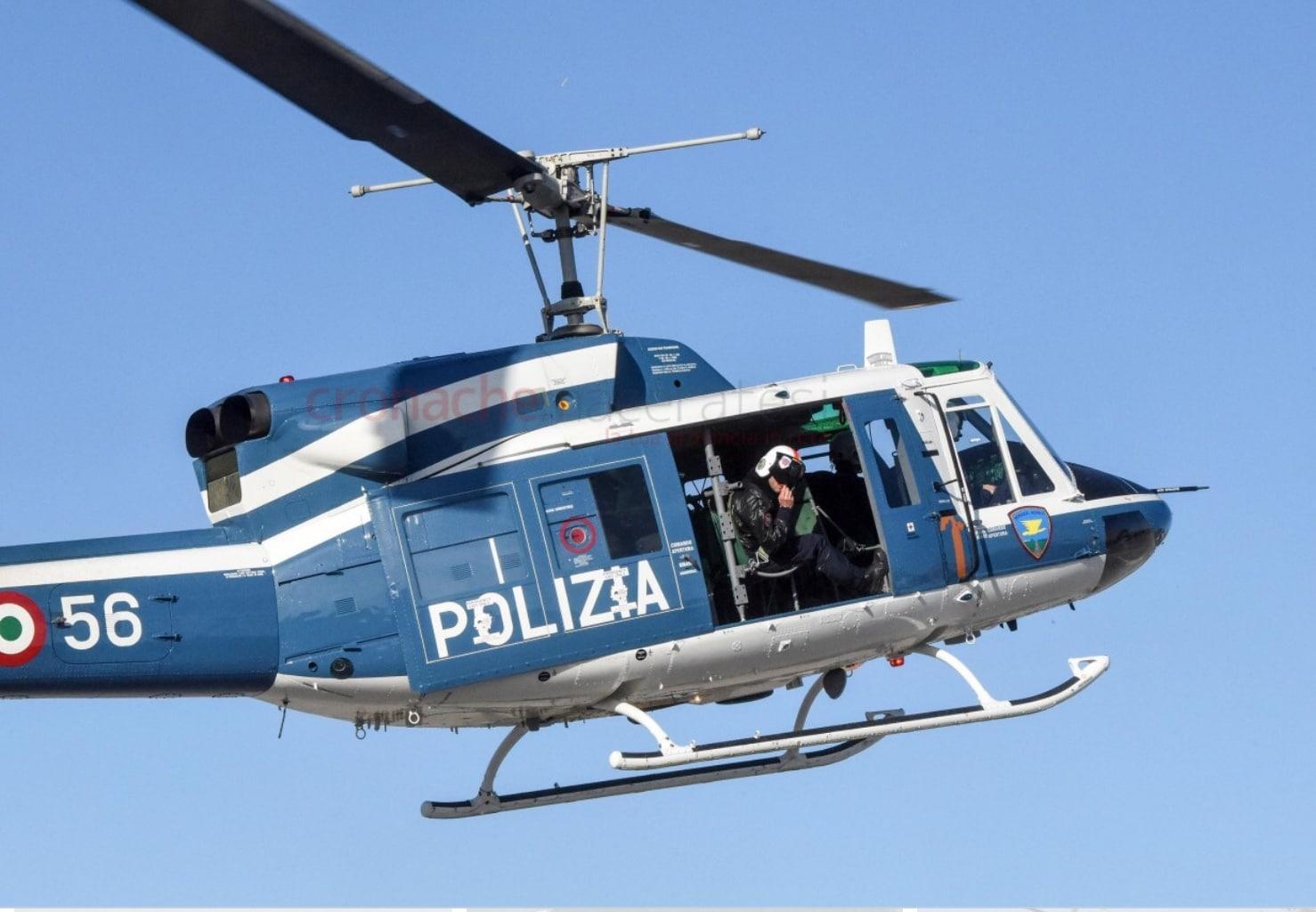 Coronavirus, organizzano grigliata sul terrazzo condominiale, arriva l'elicottero dei carabinieri e per allontanarlo accendono i fuochi d'artificio