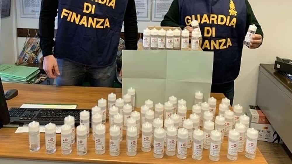 Coronavirus Puglia, commerciante ha un disinfettante del 1989 e lo mette in vendita