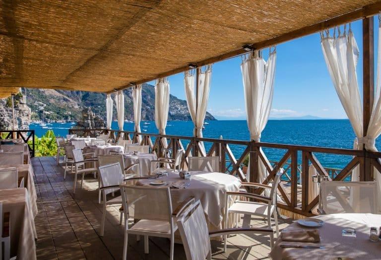 Emergenza COVID-19, da oggi in Calabria bar, pizzerie e ristoranti aperti ma arriva la diffida del Governo