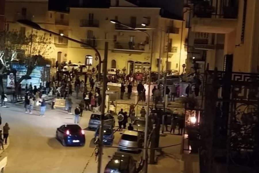Venerdì Santo a San Marco in Lamis, con 200 persone in piazza alla presenza del parroco e del Sindaco, la Procura di Foggia apre un'inchiesta