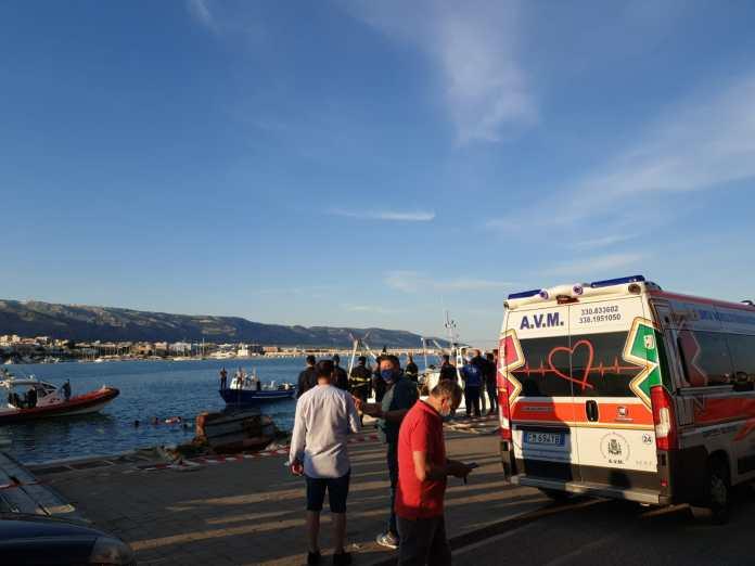 Puglia, tragico incidente auto finisce in mare, giovane madre muore affogata, gravissimo il figlio