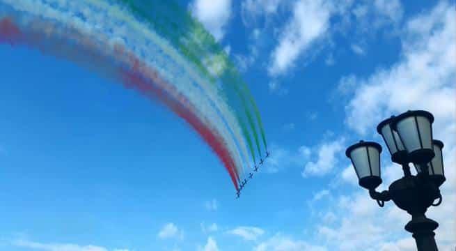 """Frecce tricolori a Bari, una dedica speciale arriva dal comandante della pattuglia acrobatica, Gaetano Farina: """" Torno a casa, ma solo in volo"""""""