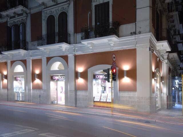 Bari svaligiata nella notte gioielleria in pieno centro in via Carulli, ladri in fuga con il bottino