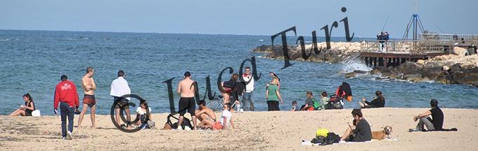Emergenza COVID-19, Pane e Pomodoro e Torre Quetta affollate di gente, alcuni hanno deciso di fare un pik-nik sulla spiaggia