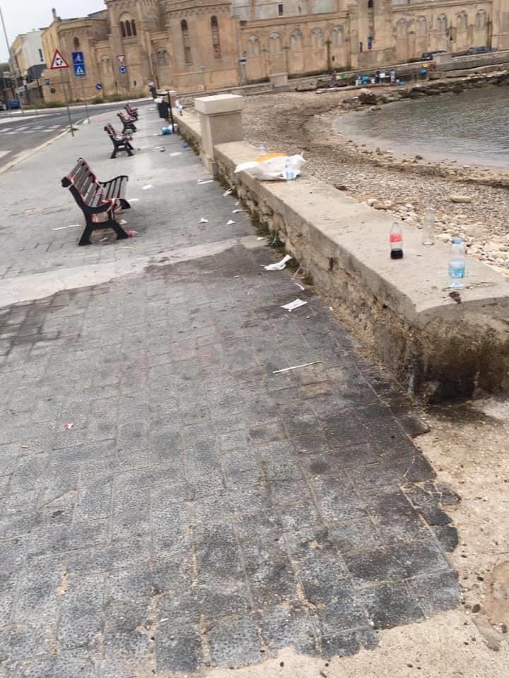 Emergenza Covid-19 a Bari, il ritorno dei barbari…ecco lo scempio di stamattina sul lungomare