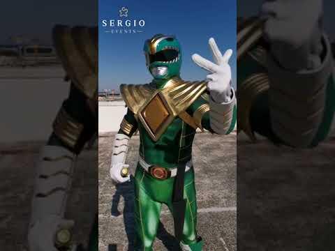 Bari,  si veste da Pover Ranger e sale su un palazzo per fare gli auguri speciali a un bimbo ricoverato all'Oncologico