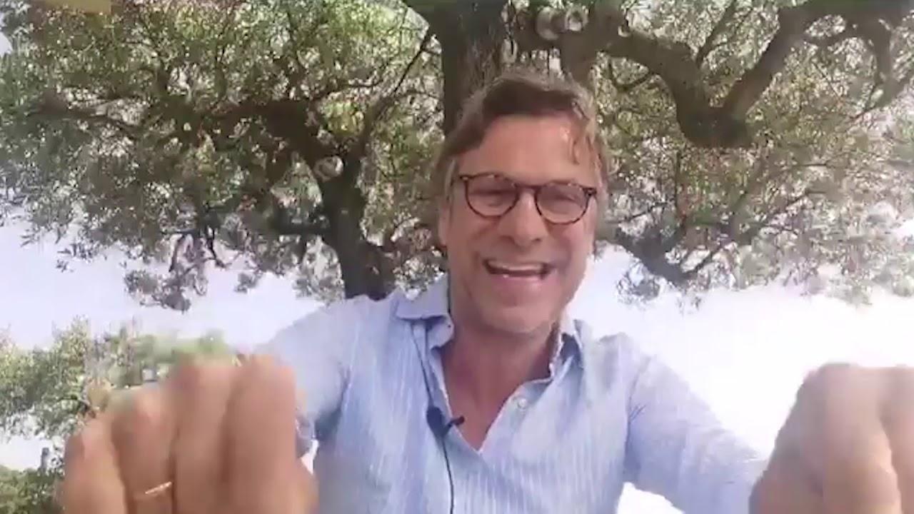 """Violentissima lite, Porro offende il sindaco di Forte dei Marmi : """"chi te lo paga lo stipendio? Il sindaco lo umilia pubblicamente: """"Ho rinunciato allo stipendio dal giorno in cui sono stato eletto"""""""