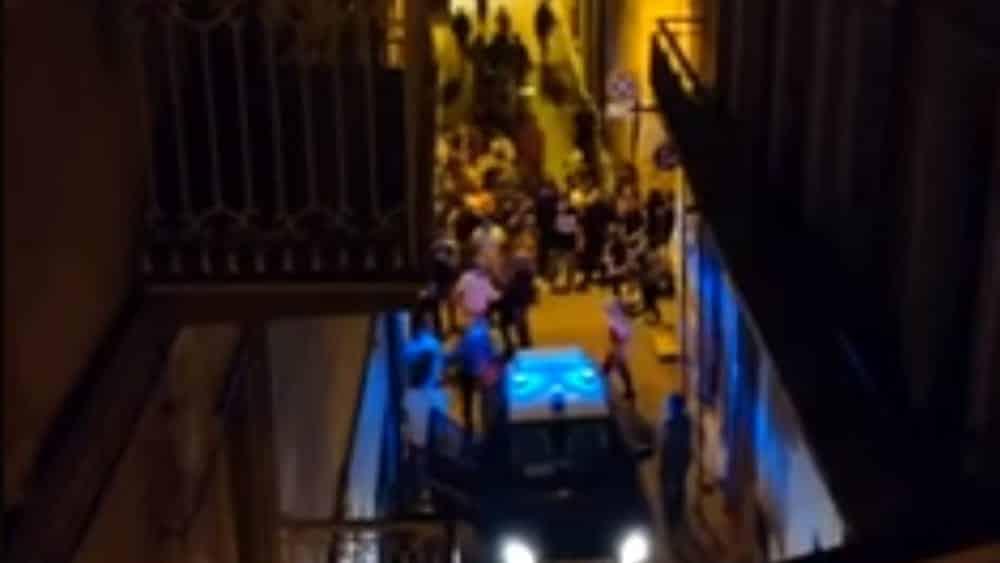 Puglia litigio nella notte tra tre giovani diventa una maxi rissa, coinvolte una trentina di persone