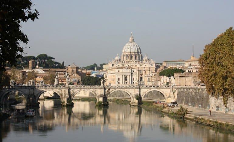 Tragedia a Roma, aereo da turismo finisce nel Tevere dopo aver lanciato l'SOS