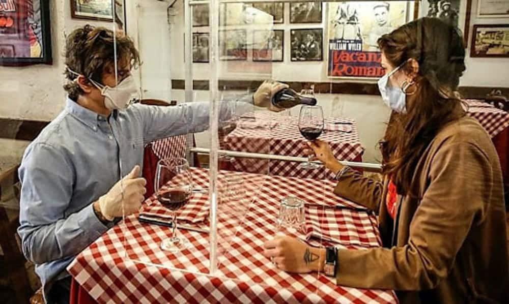 Emergenza COVID-19, disposizioni task force per ristoranti pugliesi, tavoli distanziati un metro e ottanta centimetri, separatori in plexiglass e percorsi pedonali a senso unico