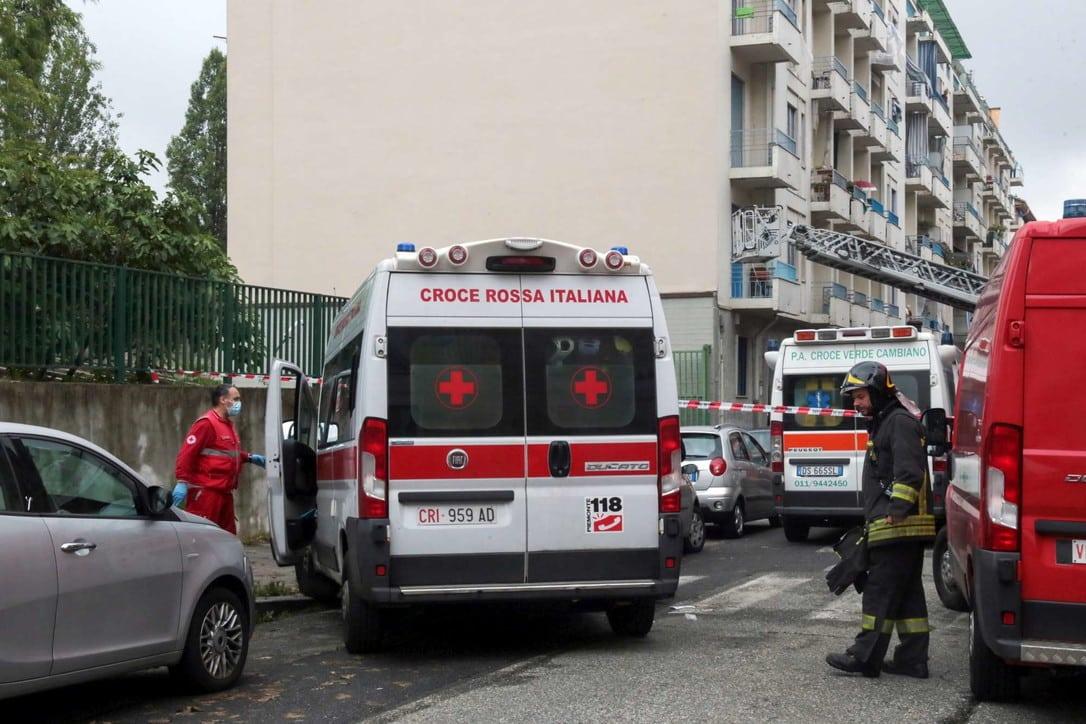 Torino è morta la bimba di 8 mesi, era precipitata nel vuoto con la madre dal balcone di casa