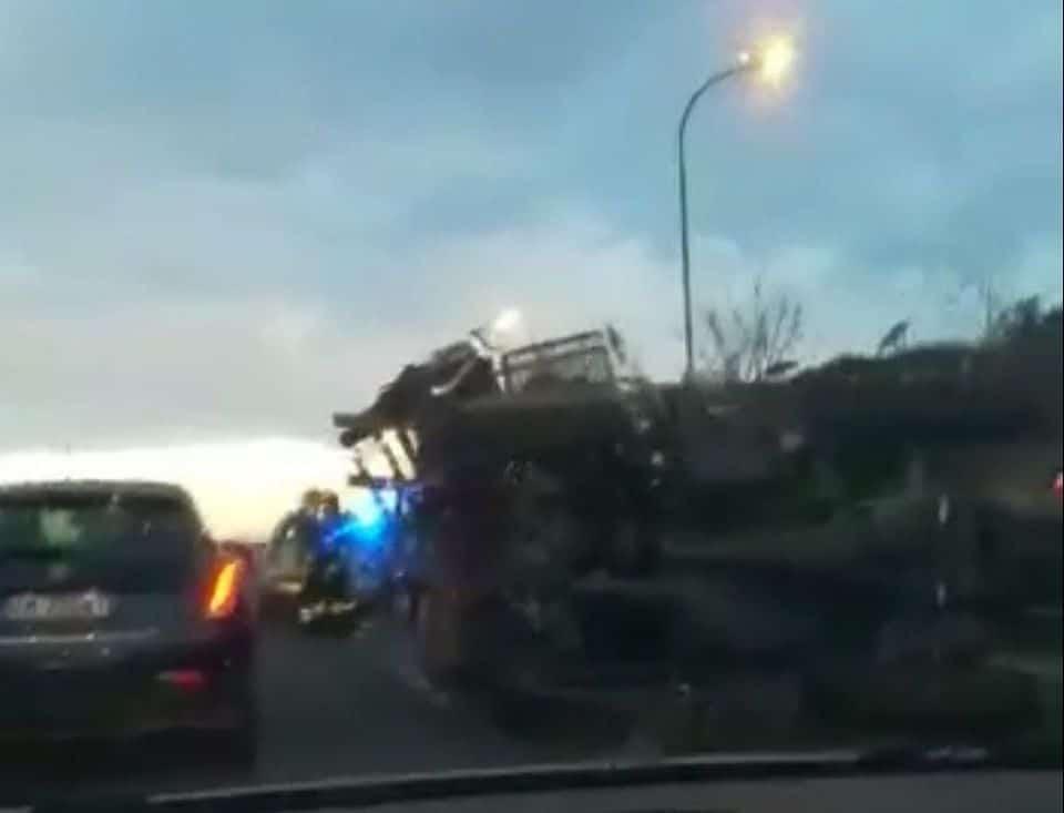 Puglia incidente mortale, scontro tra due mezzi all'alba, bilancio un morto e un ferito