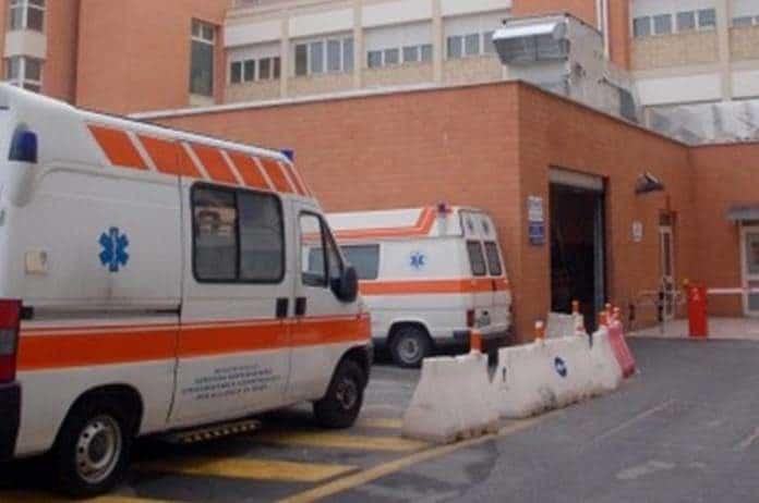Bari, cade nel vuoto da terzo piano di un palazzo di via Capruzzi, uomo in condizioni disperare