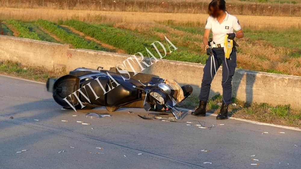 Nel barese, scontro auto moto su strada provinciale, centauro trasportato d'urgenza in ospedale