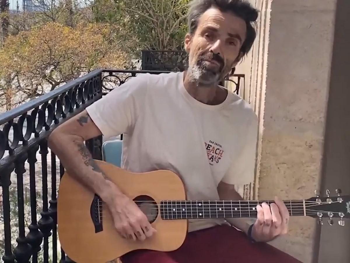 "Addio a Pau Donès, leader dei Jarade de Paolo, famosissime le sue canzoni come ""Depende"" e ""La flaca"""