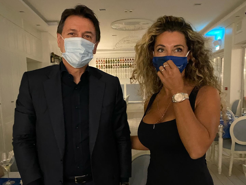 Giuseppe Conte torna nella sua Puglia, weekend sul Gargano con la sua compagna Olivia Paladino