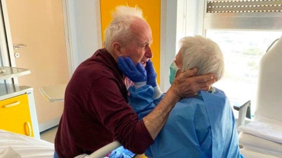 Il cancro ha portato via Rosa a 74 anni ila foto del suo abbraccio col marito Giorgio in ospedale era diventata il simbolo della lotta contro il Covid-19
