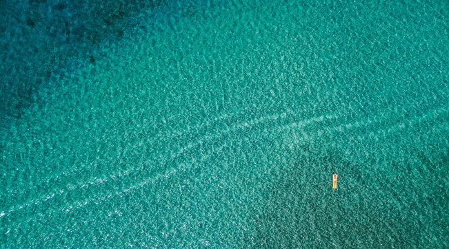 Ugento, due giovani turisti si addormentato sul materassino a pochi metri dalla riva e si risvegliano a quasi due chilometri dalla spiaggia