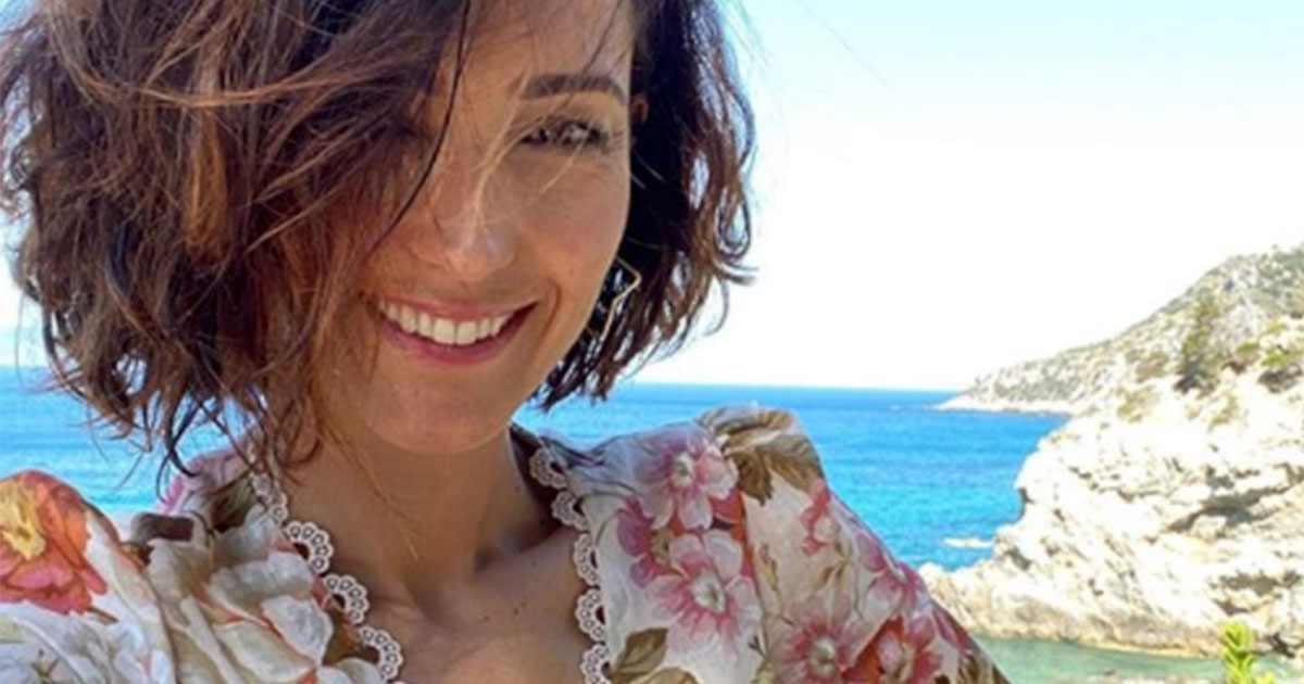 Caterina Balivo parte per le vacanze, posta una foto ma il web si indigna, scoppia la polemica e la Balivo si scusa