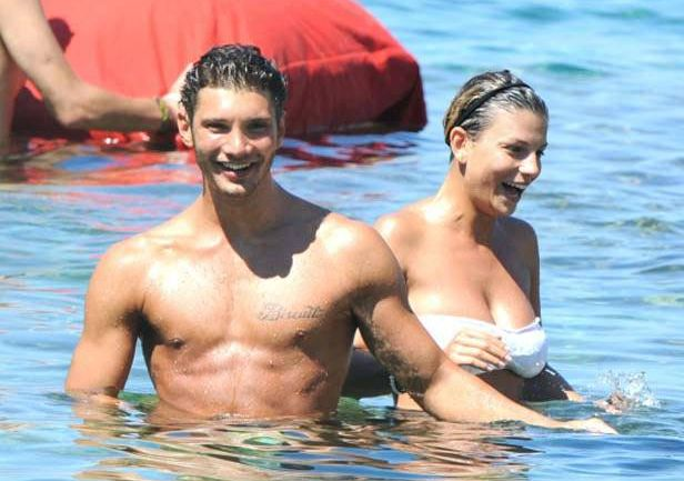 Emma e De Martino, scambio reciproco di cuori sui social sempre più fitto, i fans si chiedono cosa stia accadendo
