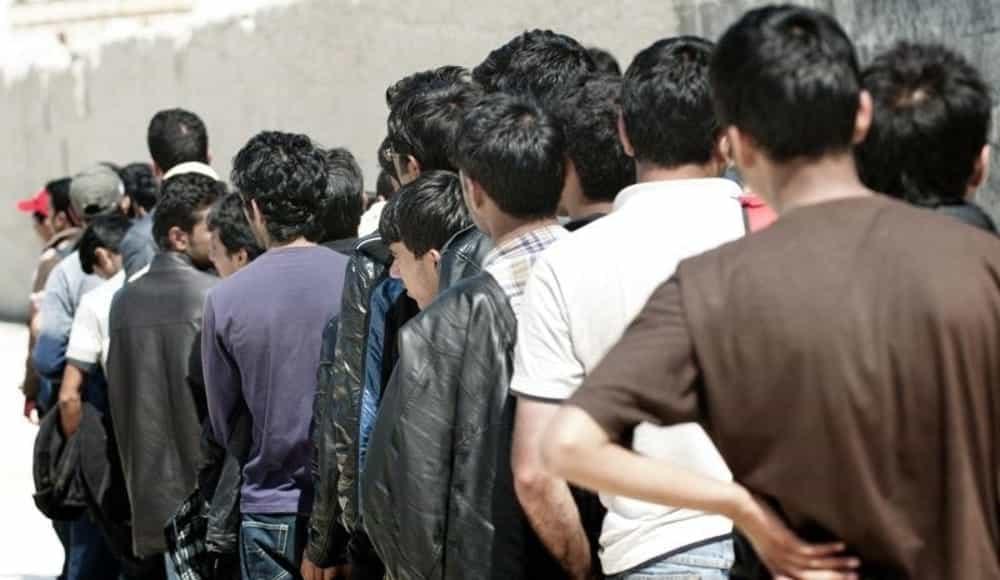 """Puglia, la denuncia del segretario della Lega di Bari """"In arrivo 100 immigrati, molti sono positivi"""""""
