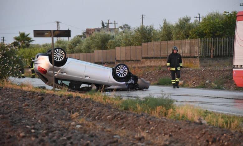 Ordona, provincia di Foggia, scontro tra due auto per asfalto viscido, il bilancio è terribile, morta bimba di 8 anni, sei i feriti, alcuni gravi
