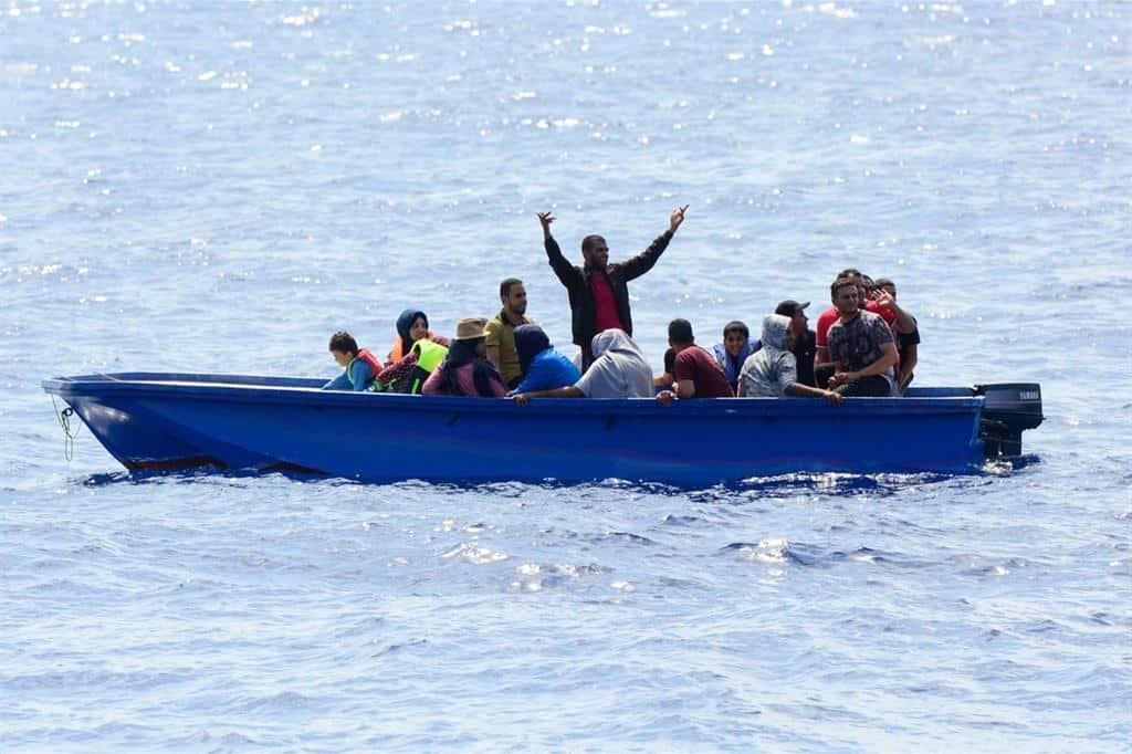 Emergenza Covid-19, focolaio su barca dei migranti, sono 28 i casi positivi