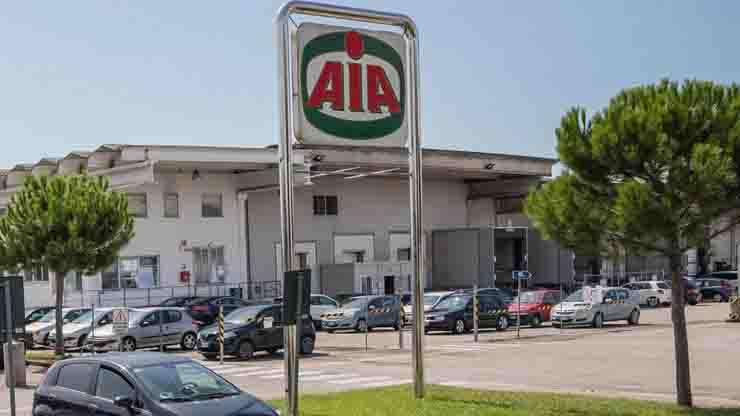 Treviso, maxi focolaio in uno stabilimento Aia, sono 182 i contagiati su 560 test eseguiti, ma la produzione deve proseguire
