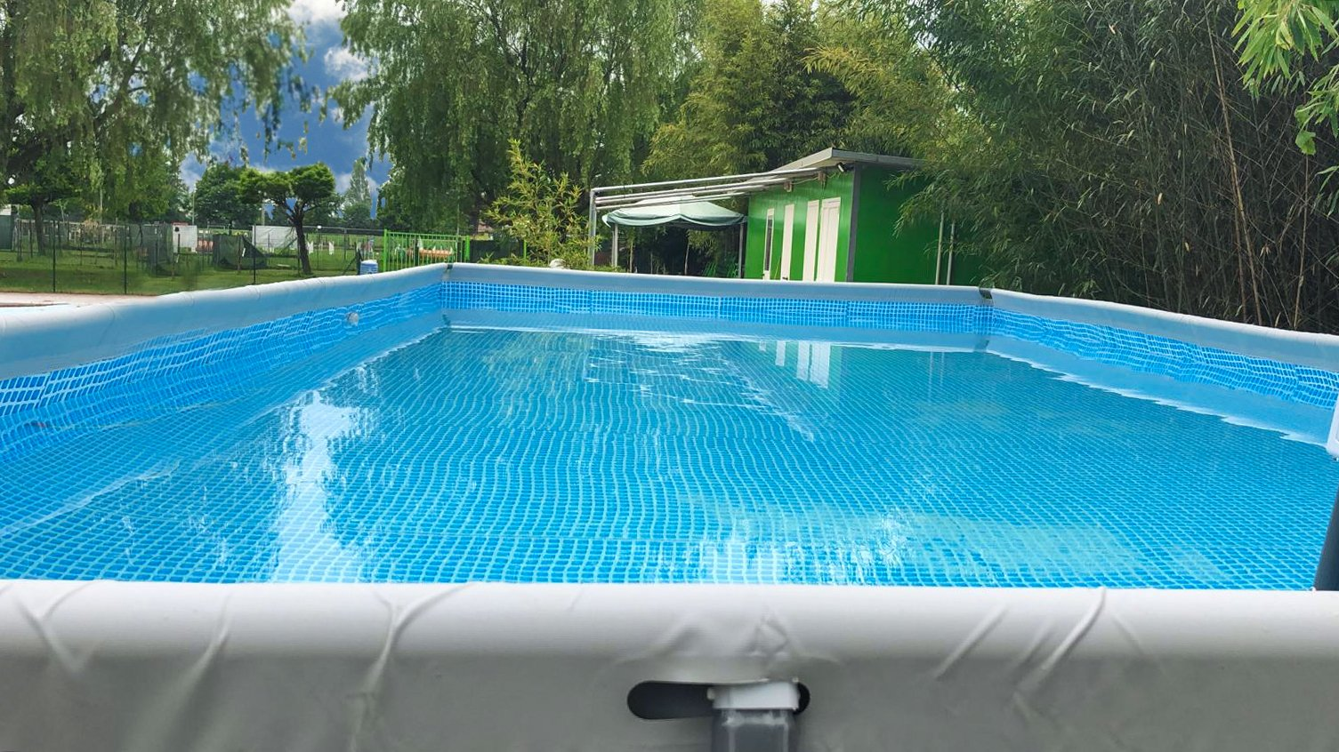 Massafra, bimbo di 20 mesi muore dopo essere caduto in una piscina