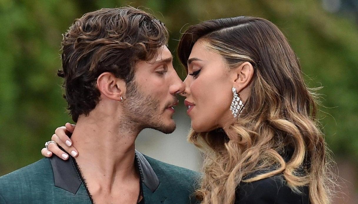 """Stefano De Martino le sta provando tutte per ritornare con la moglie ma Belen gli ha risposto sui social """"Nessun perdono"""""""