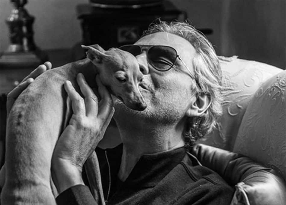 Andrea Bocelli nella bufera, comunica che il suo cane è caduto in mare e l'Aidaa sporge denuncia per reato di abbandono