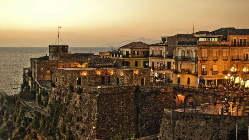 Emergenza Covid-19, scatta l'allarme in Calabria per i 29 baresi risultati positivi dopo una visita a Pizzo e nel Vibonese