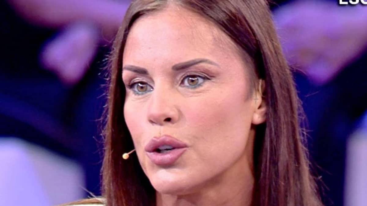 """Antonella Mosetti: """"Sono positiva al coronavirus dopo il Billionaire"""", Selvaggia Lucarelli """"per loro è uno status simbolo, è tutto inquietante"""""""
