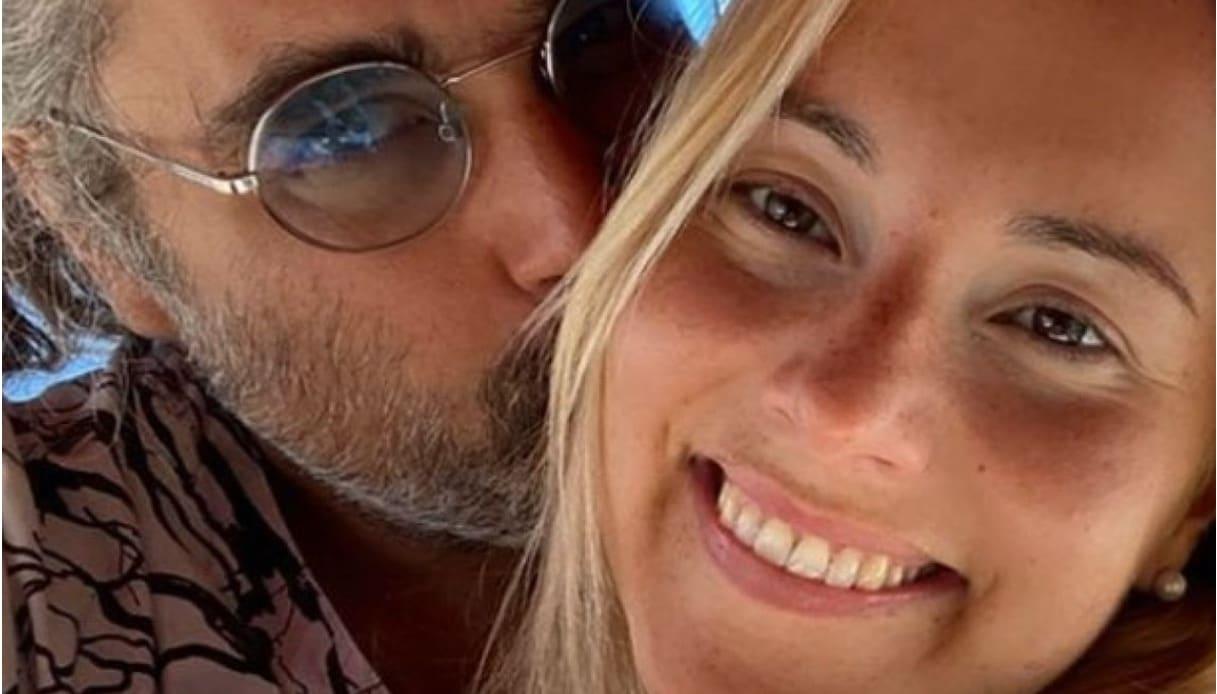 Albano, il figlio Yari si è fidanzato con una ragazza identica alla mamma