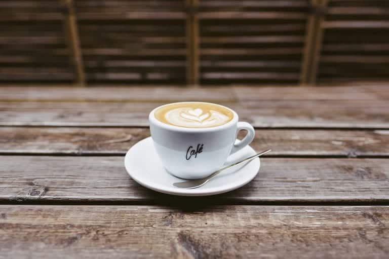 Bari perde un altro storico locale, chiude il bar della movida degli anni '90, il Caffè degli Amici
