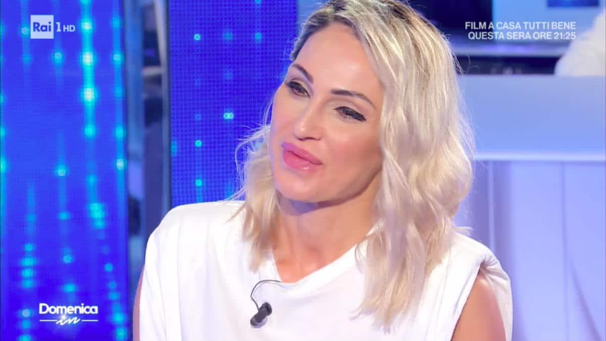 """Mara Venier a Domenica In, intervista Anna Tatangelo e le dice: """"So tante cose che non dirò mai"""""""