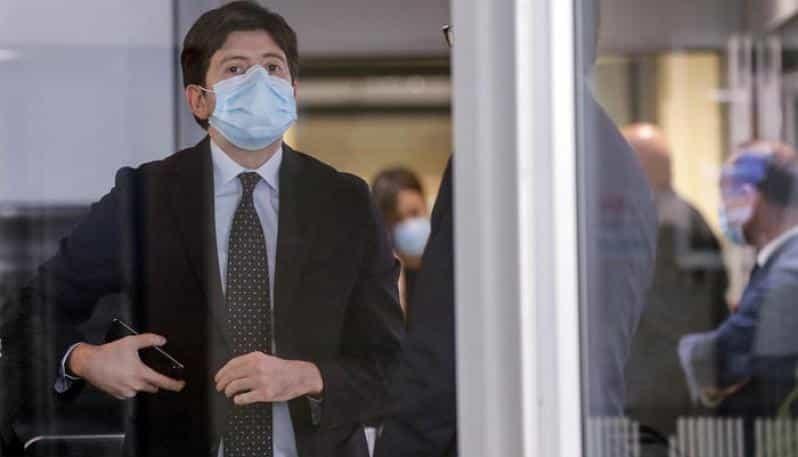"""Emergenza Covid-19, ministro Speranza """"All'inizio avremo pochi dosi del vaccino, il problema sarà decidere a chi darlo"""""""