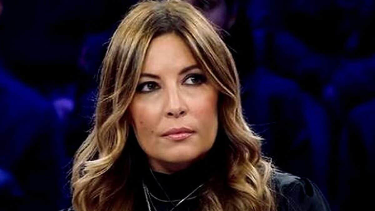 Selvaggia Lucarelli sconvolta racconta cosa le è accaduto, cosa le hanno fatto in stazione è terribile