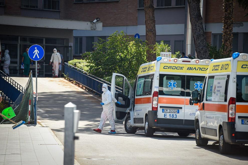 Emergenza Covid-19, improvvisa crisi respiratoria mentre è in isolamento, morto al Pronto soccorso imprenditore di 55 anni