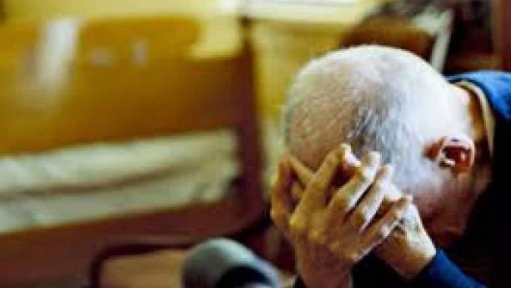 La moglie è in gravi condizioni in ospedale, 84enne decide di suicidarsi per paura di rimare solo