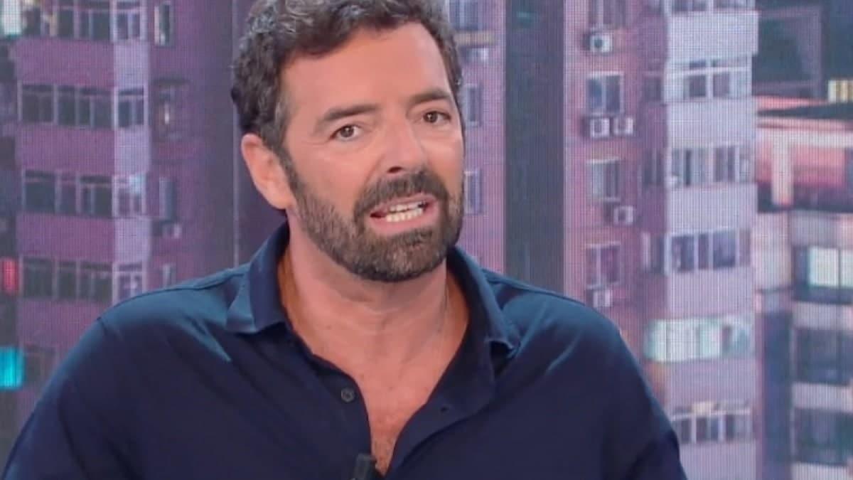 """Alberto Matano, girano voci che sia un raccomandato e lui dice """"ognuno ha  le proprie conoscenze"""", Amadeus trema per il Festival di Sanremo"""