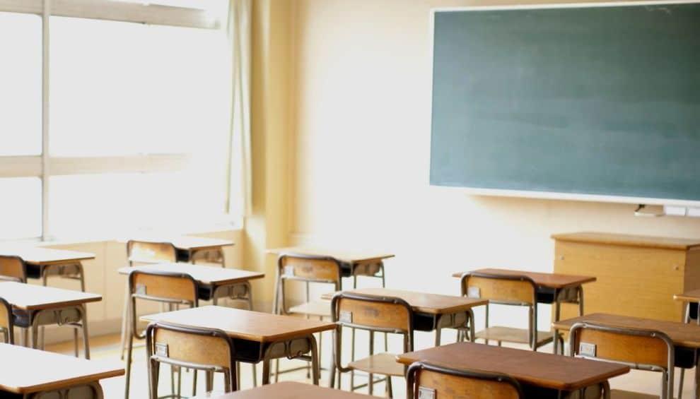 Emergenza Covid-19, chiuse cinque scuole e un asilo nel barese, positivi insegnanti e studenti